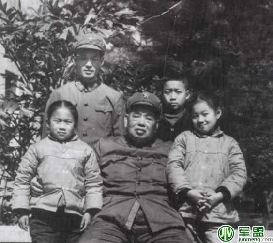 【导读】许世友将军的七个子女(三个儿子,四个女儿)现状如何.