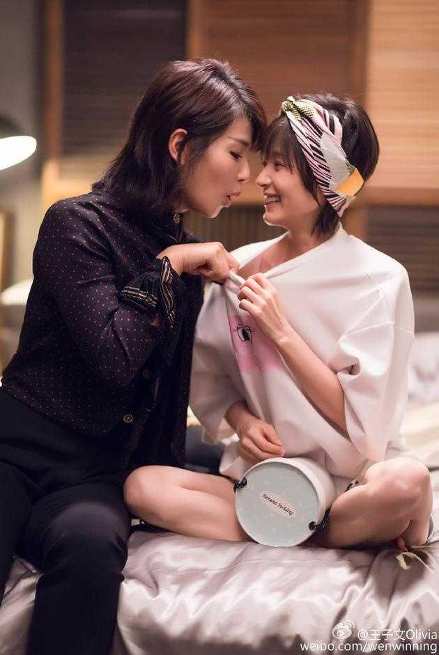 日底下加个文��.�9.b_11月19日,王子文在微博上晒出一张《欢乐颂2》拍摄时的花絮照.