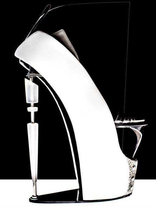 鞋靴造型设计中的节奏主要是通过构成要素的形态(点,线,面)和色彩在
