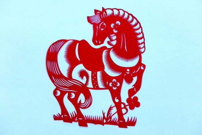 青岛民间艺人创作的十二生肖剪纸作品马.图片