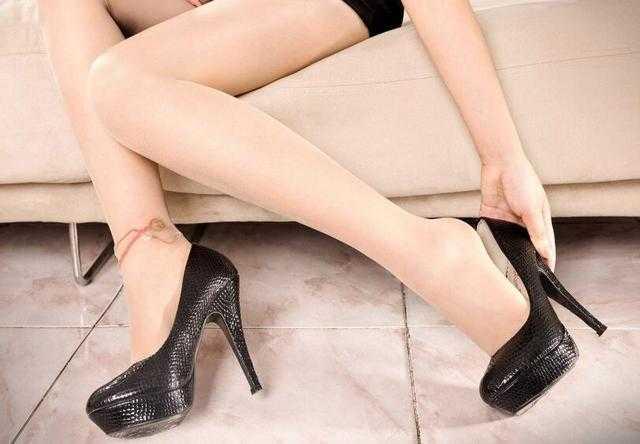 时尚美女高跟鞋的水边张筱雨黄昏美女图片