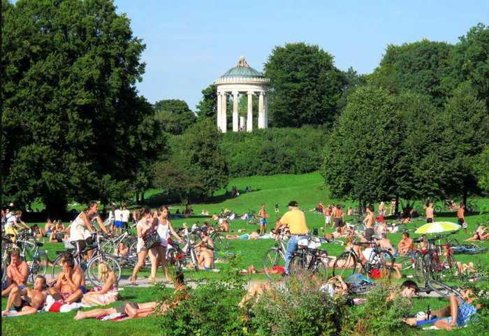 法议员提议建裸体公园获支持 盘点国外天体专区