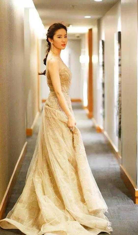 杨幂杨颖穿公主裙美翻天, 赵丽颖如仙女下凡, 最后一个值得佩服!