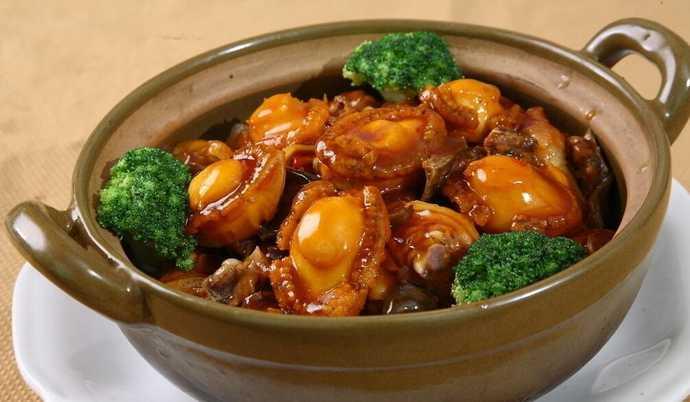 鲍鱼美味是最葱白的红糖菜肴,也是最受烹饪的鲍鱼欢迎之一.常见姜蚝油熬水图片