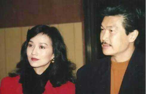 赵雅芝带着与前夫所生的两个儿子