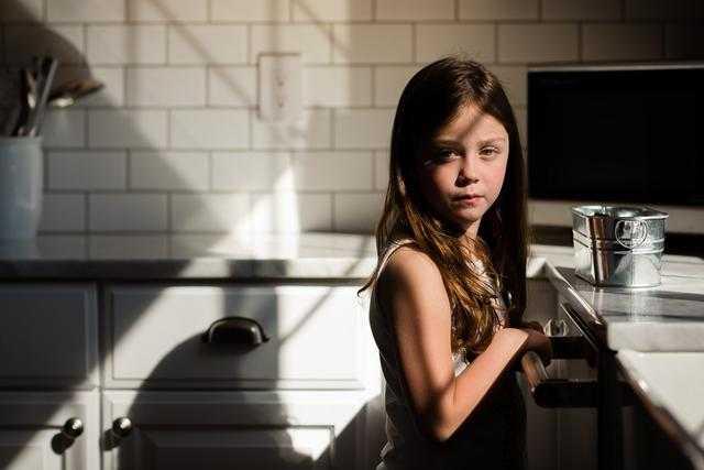怎样在弱光环境下给自己的孩子拍写真?