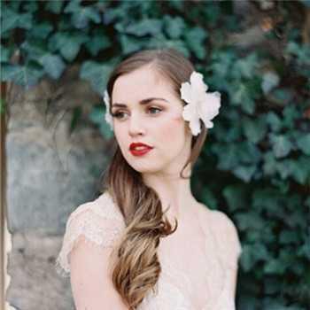 欧式复古新娘发型 新娘发饰与花环的搭配