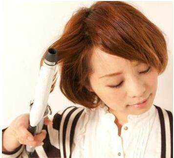 蘑菇头短发编辫子发型图解,不想总剪刘海就扎起来!