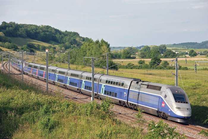 首条tgv线路于1981年开通运营,主要由阿尔斯通公司设计建造.