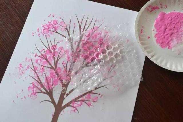 幼儿园亲子手工之环保涂鸦,用气泡膜,包装膜来画画,超图片