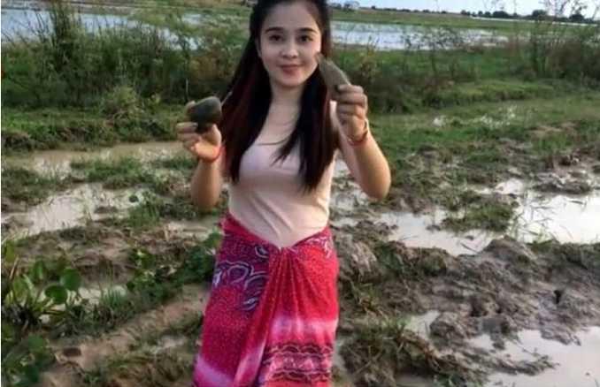 漂亮的少妇被强奸小?_还是鲶鱼,可能鲶鱼喜欢小媳妇了,每次都被她抓!