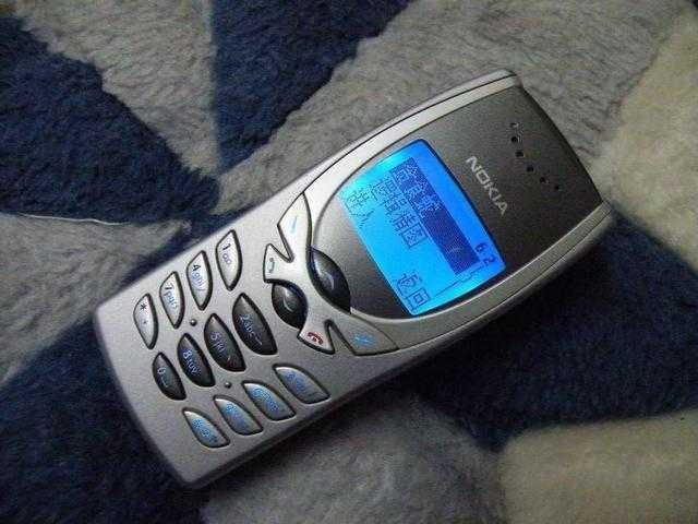 四,2001年,诺基亚8250都是8210的升级版,,8250开始了蓝屏之旅.图片