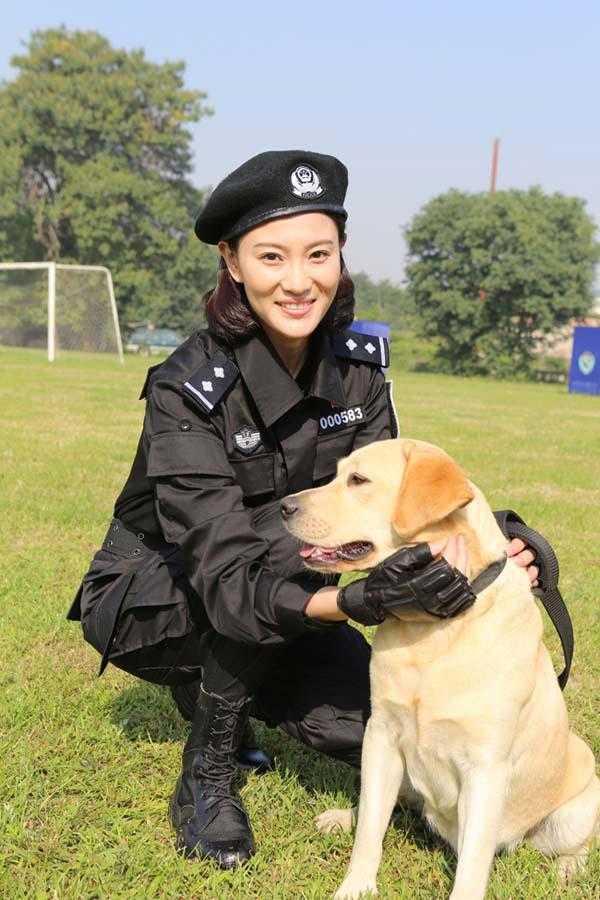 警花唐��b_侯梦莎携樱桃归来 《警花与警犬》二轮登广东