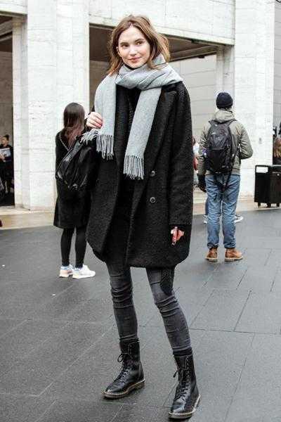 黑色铅笔裤+马丁靴