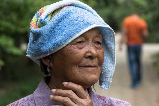 老熟媽媽_白发老人的特写 重阳节你想妈妈吗?