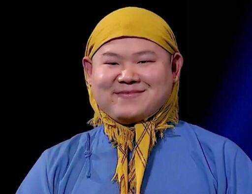 上岳�y��'m�`/_小岳岳的表情包在网上也是蛮火的,无辜的眼神配上表情,也是丑帅的不行