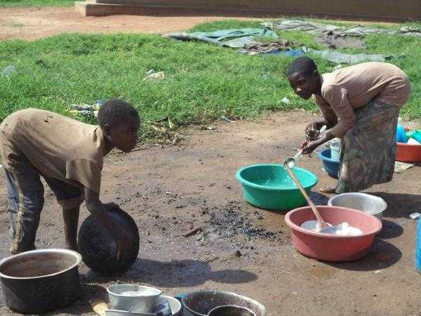 非洲难民每天都在吃这些东西 看完让人心酸!图片