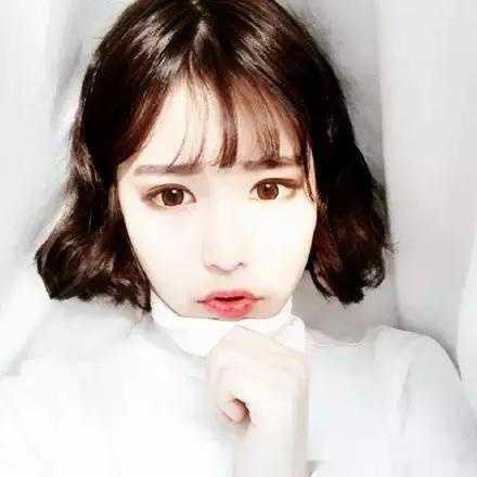 日本短发可爱女生