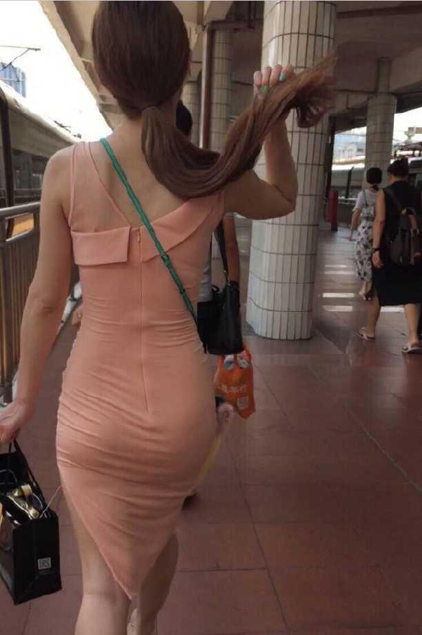 紧身高叉包臀美女裙粉色,美女完美无瑕疵背影啪啪半夜与图片