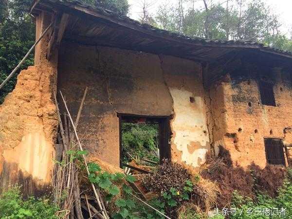 即将消失的一道农村风景:青瓦泥巴房
