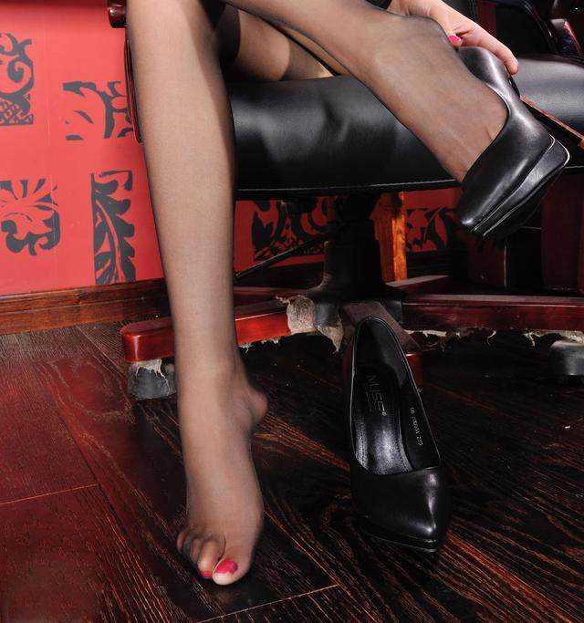 美女美女高跟鞋桌面壁纸裤热时尚图片
