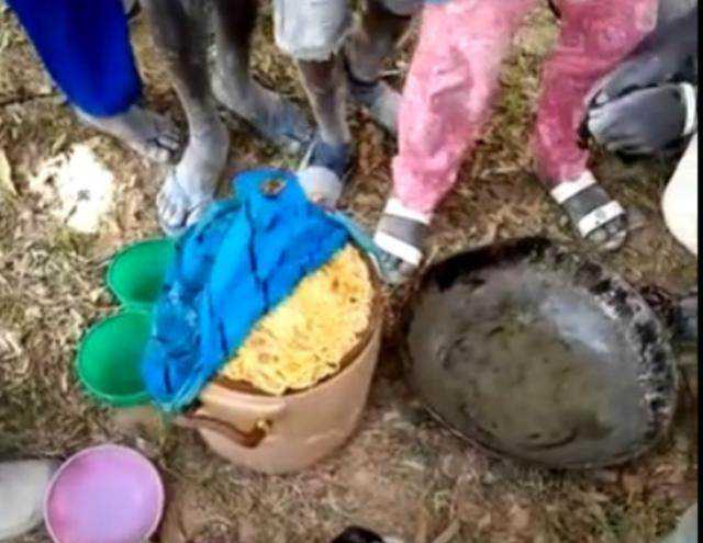 看完非洲人吃饭,作为客人,你还吃得下吗图片