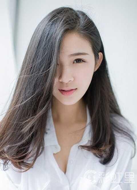 小清新的中长发可是真够美,飘逸的秀发,凌乱的发丝,挂于耳后的刘海