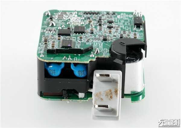 x9 plus充电器拆解:低电压大电流