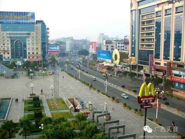 比起 南宁中山路 只是一条小巷子的长款,桂林的中山路是桂林市最核心图片