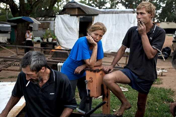 南非白人_实拍:南非白人贫民窟,靠政府的救济过活