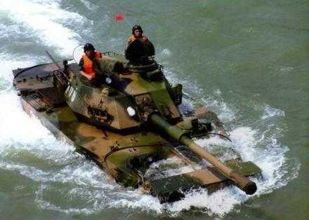 解放军为何对水陆坦克如此器重?海军陆战队随时准备投入战斗