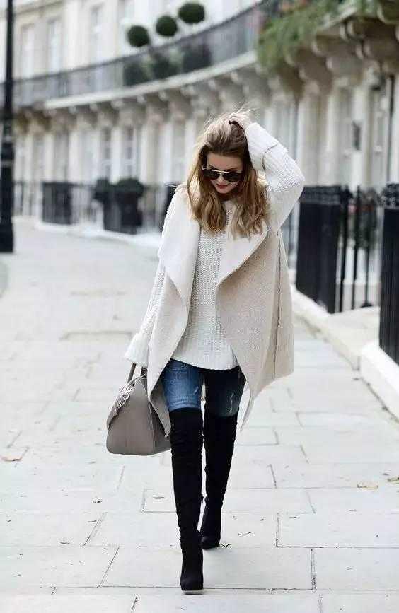 米色大衣温柔感爆棚,搭配黑色长靴