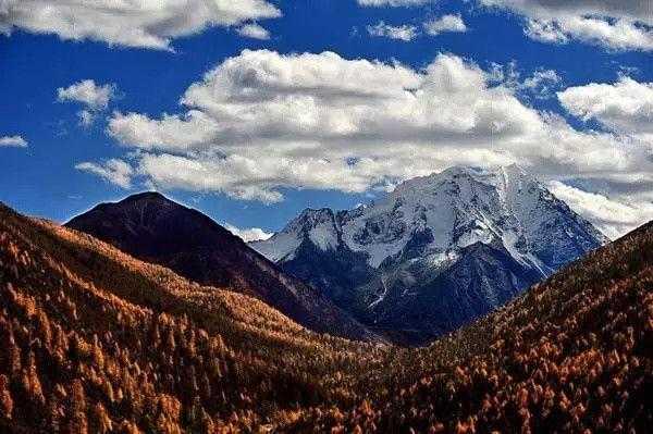 雅拉雪山系中国藏区四大神山之一.