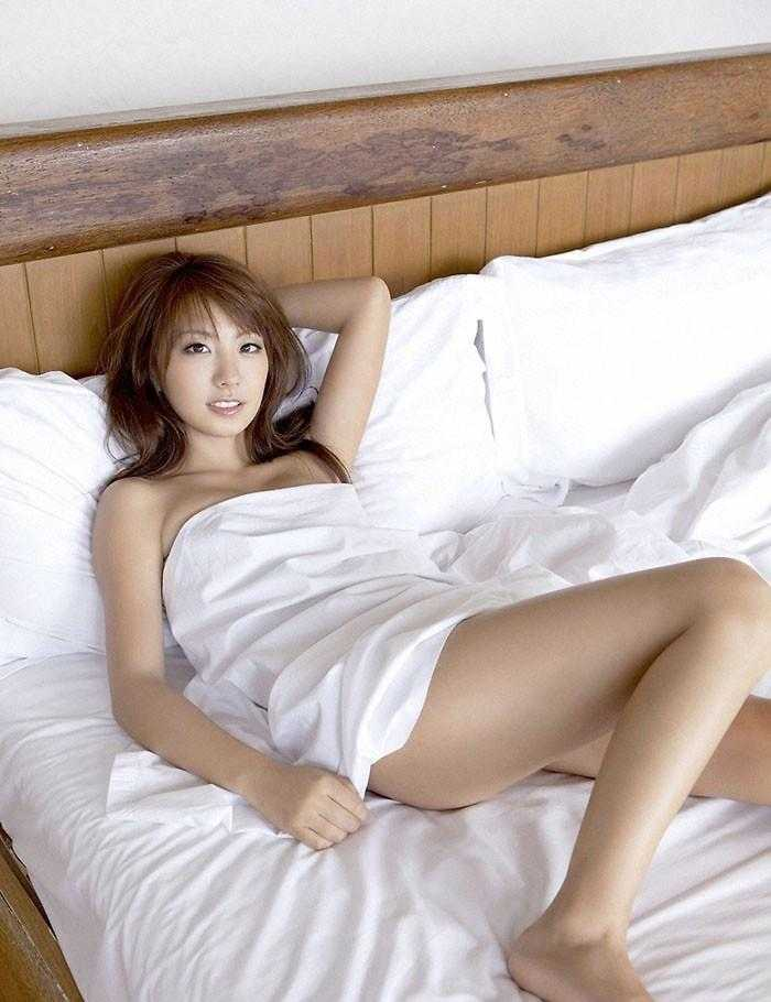 超大胆美女全裸照_性感床上日本美女全裸诱惑写真