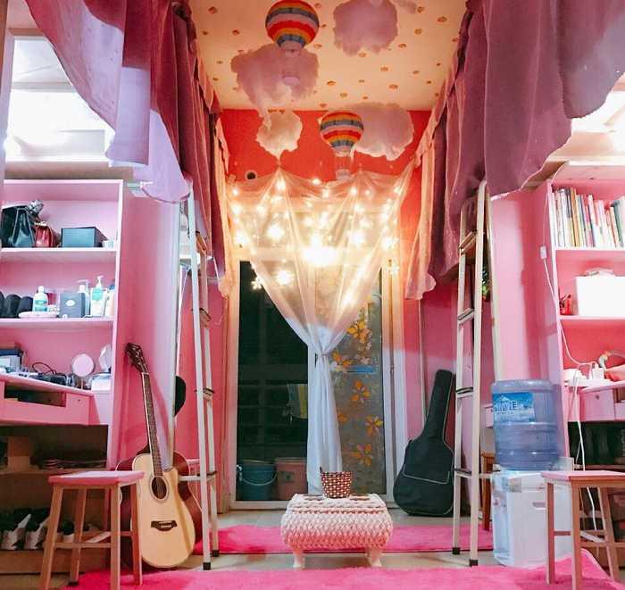 """女生把寝室装成""""公主房""""———几位西华大学的女生用公主风格装饰宿舍图片"""