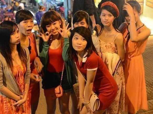 越南酒吧妹2014_实拍越南酒吧里年轻女子的买醉生活!