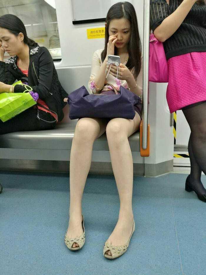 地铁街拍美女 抖音地铁街拍美女