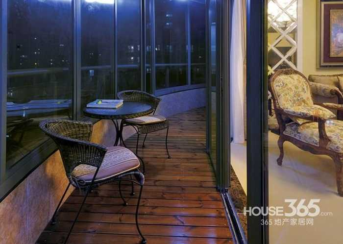 家装阳台装修效果图2013图片大全:半弧形的阳台设计,在这里可以通过