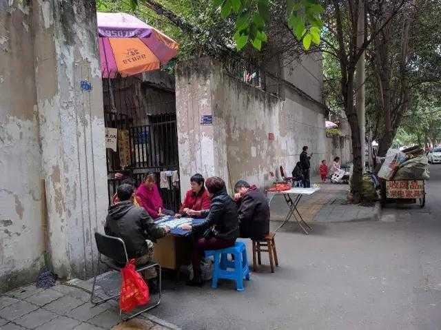 社会 文章详情  现在玉林社区的住户大部分是老年人和外地的租户,而老