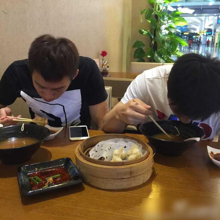 王皓晒两爱徒吃面照隔空向老婆表v爱徒决心减脂增肌不能吃米饭吗图片