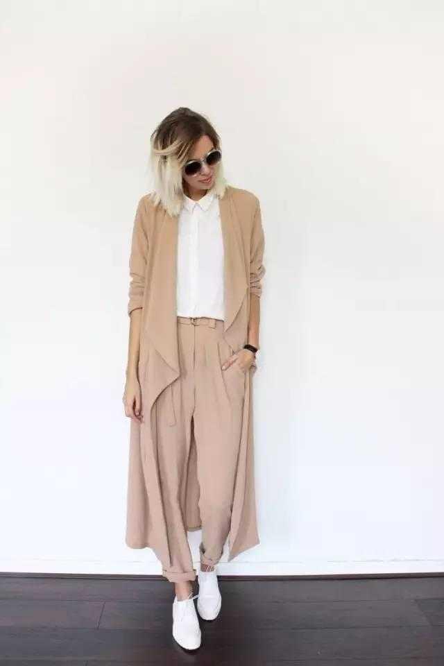 卡其色薄款不规则针织开衫+阔腿裤,优雅气质满分.