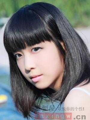 黑发女生适合的发型 简单自然显气质图片