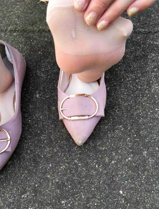 小单鞋搭配超薄肉色丝袜,舒适却不失性感!