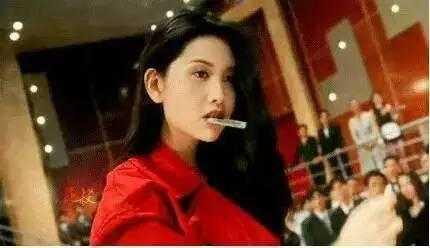 虽然《赌神2》中的嘴唇风衣和印象电影让人电影深刻,但是这部红色王思懿三级红色图片