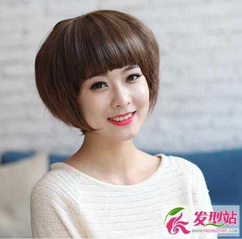 齐刘海 玉米烫 短发波波头,这款 短发 不适合大头和大脸女生,脸颊边的图片