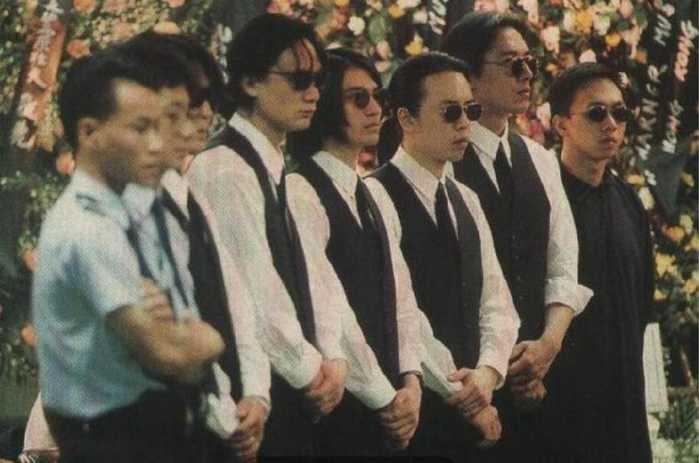 黄家驹葬礼的明星_黄家驹葬礼:beyond扶灵,全明星悼念吉他陪葬