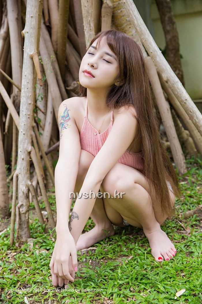 亚洲-巨乳-女仆_嫩模穿女仆比基尼叼奶瓶 童颜巨乳超诱惑