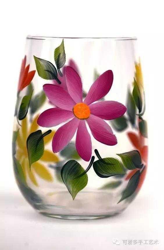 一些旧的酒瓶子或瓶瓶罐罐甚至随手就扔掉,买一些丙烯颜料或玻璃手绘图片