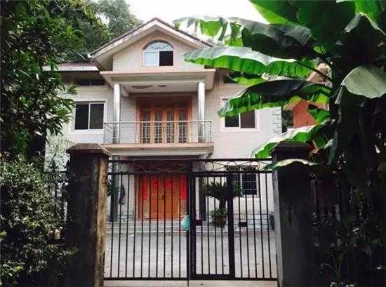 两别墅,在杭州玉皇山路8号,离西湖不到10分钟的一处农房,是这样一般景楼梯扶手墙靠年前图片