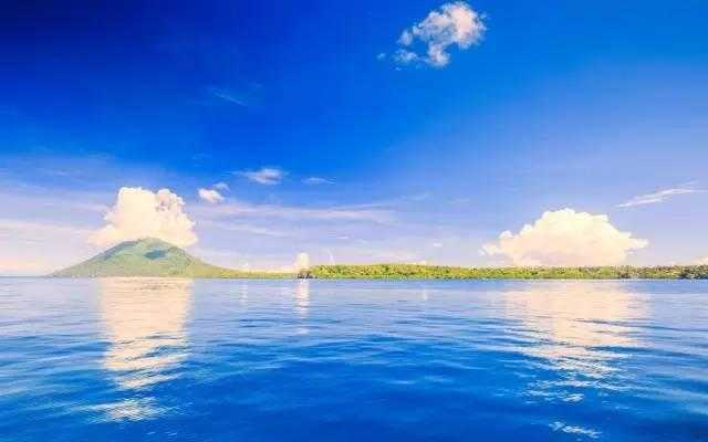 印尼众多岛屿中最耀眼的巴厘岛,以适合蜜月的海边度假别墅和世界顶级